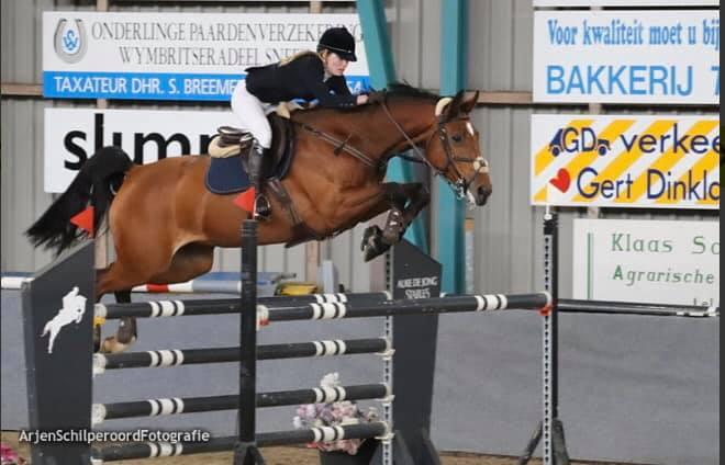 Elise Velzen in de prijzen tijdens FK springen
